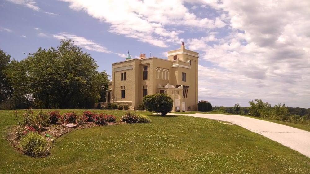 Villa Kathrine: 532 Gardner Expy, Quincy, IL