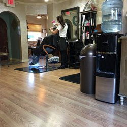 Looks unlimited salon spa parrucchieri 3518 w for Looks salon and spa
