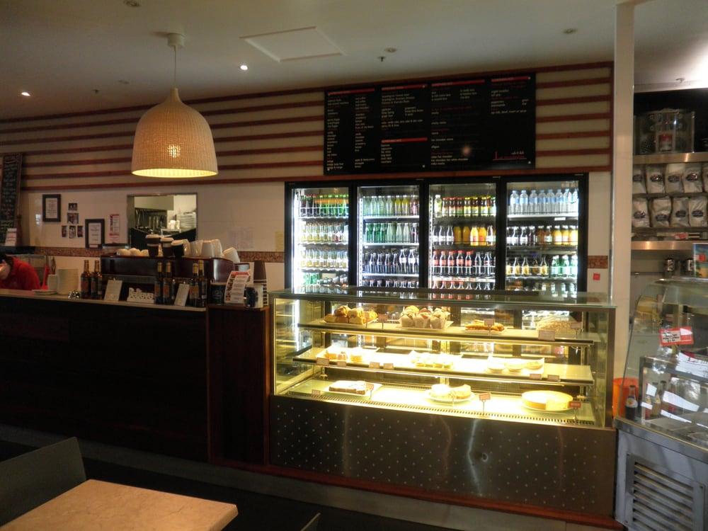 La Montagna Cafe & Deli