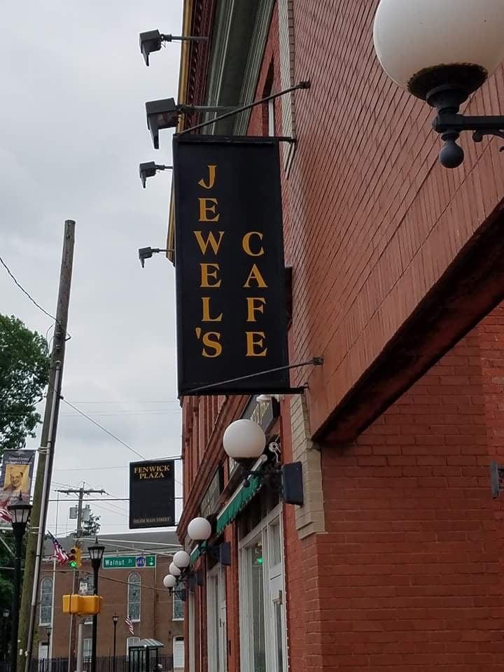 Jewel's Cafe: Fenwick Plz, Salem, NJ