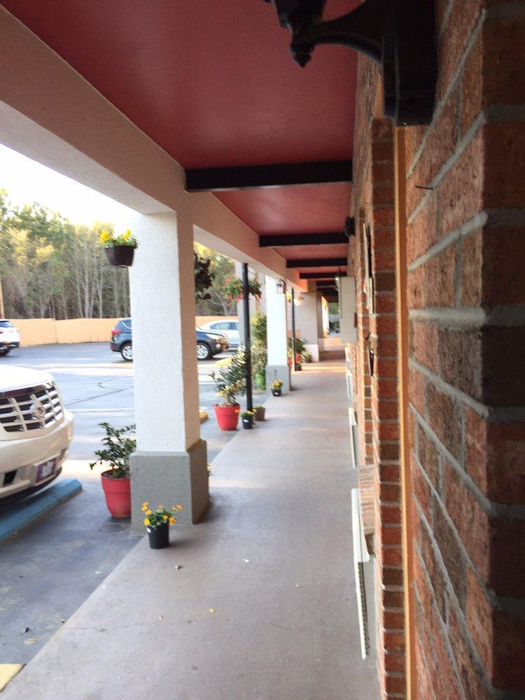 Econo Lodge: 1142 Sniders Hwy, Walterboro, SC