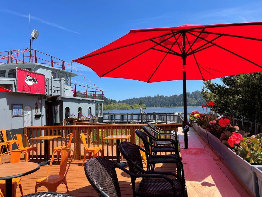 Big Fish Cafe & Dinner House: 345 Riverfront Way, Reedsport, OR