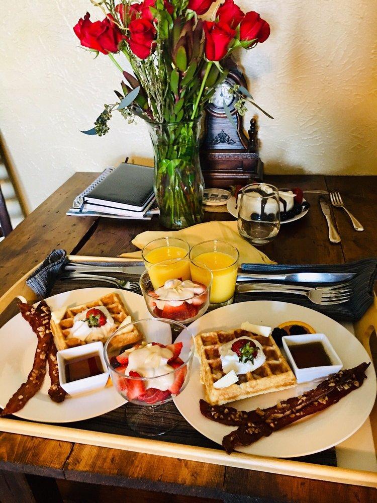 Lakehouse Bed & Breakfast