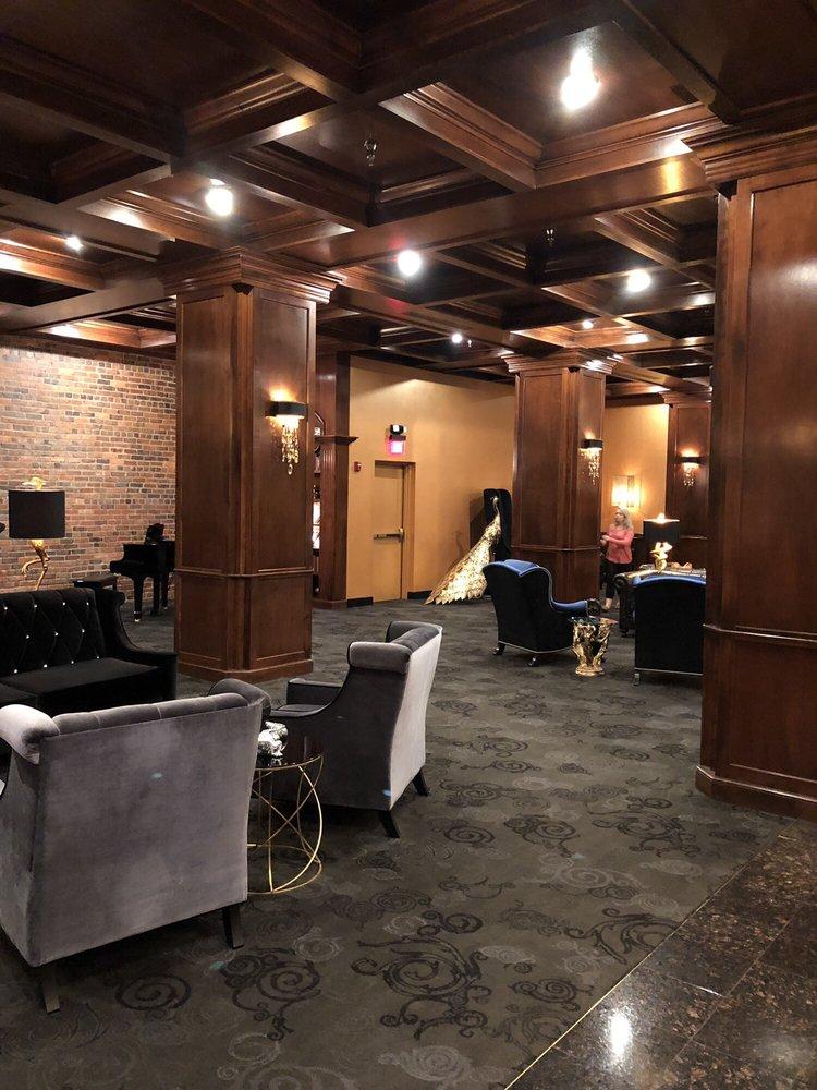 Des Lux Hotel: 800 Locust St, Des Moines, IA