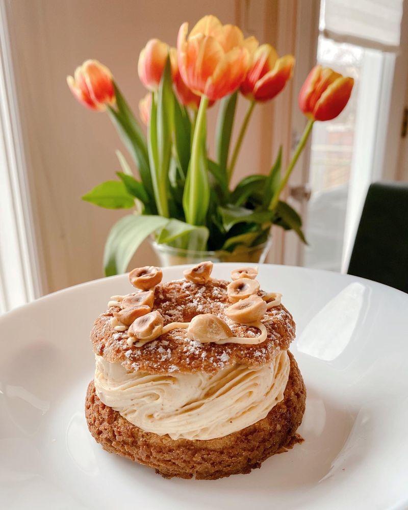 Pâtisserie Madeleine: 2105 Rue Beaubien E, Montreal, QC