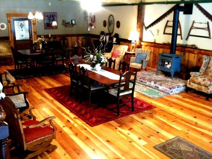 Camino Hotel Bed & Breakfast Inn: 4103 Carson Rd, Camino, CA