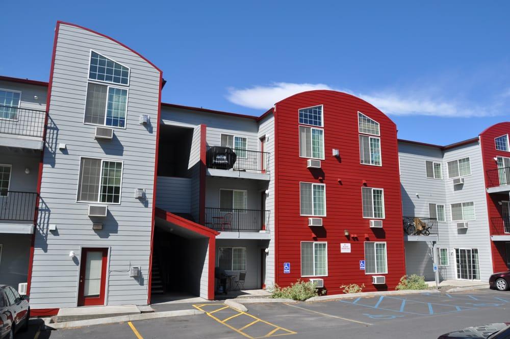 Coug Housing: 820 NE Colorado St, Pullman, WA