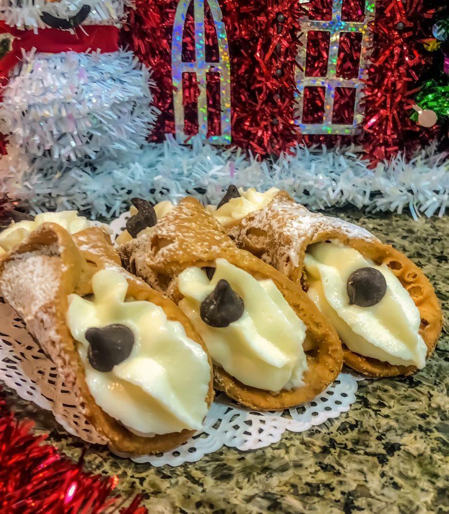 Dolce Amore Italian Desserts: 6454 S Calle De La Cereza, Hereford, AZ