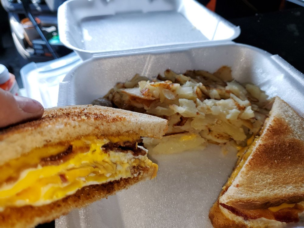Imo's Restaurant: 912 E Clinton Ave, Farmer City, IL