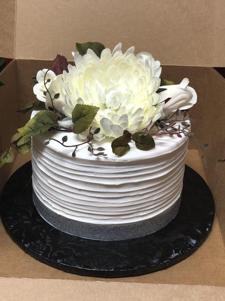 Arely's Cakes & Arrangements: 611 S Chestnut, Lufkin, TX