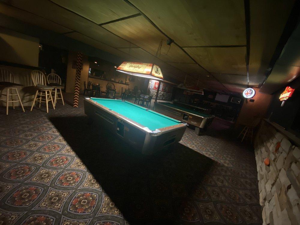 Critter's Tavern: 2405 Woodville Pike, Goshen, OH