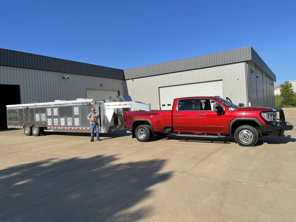 Ainley Kennels & Fabrication: 1450 Radford Rd, Dubuque, IA