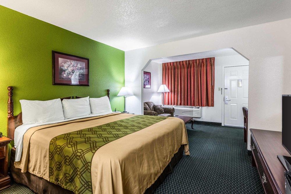 Econo Lodge & Suites: 2203 N Main St, Brinkley, AR