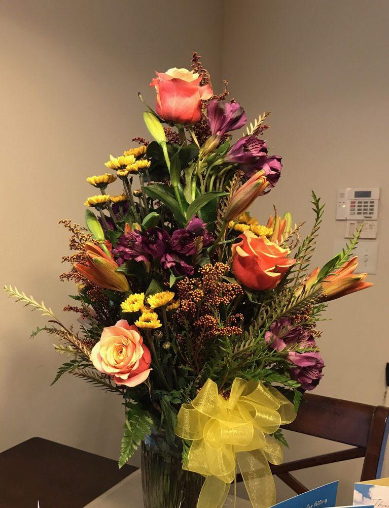 Southern Rose Florists & Gifts: 13318 N Wintzell Ave, Bayou La Batre, AL
