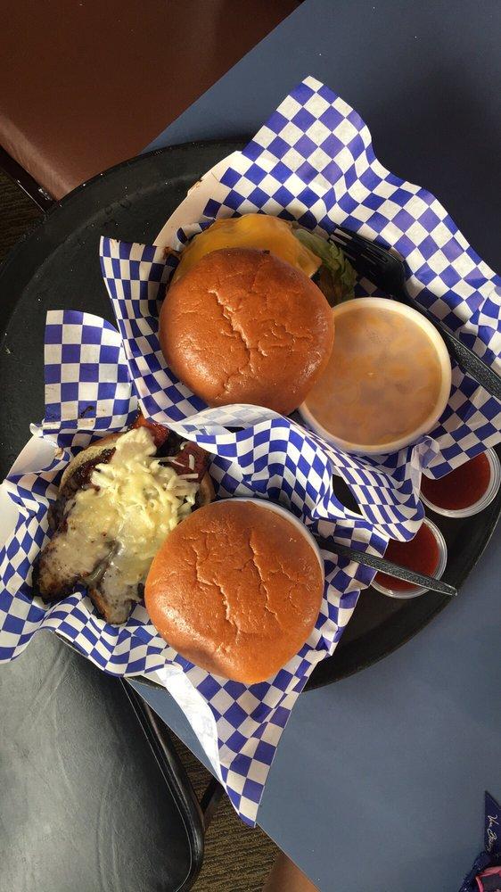 Meaty's Roadhouse BBQ: 1411 S Wenona St, Bay City, MI