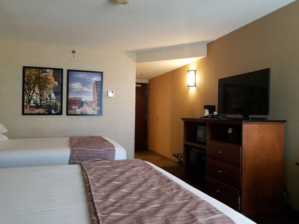 Drury Inn & Suites Champaign: 905 W Anthony Dr, Champaign, IL