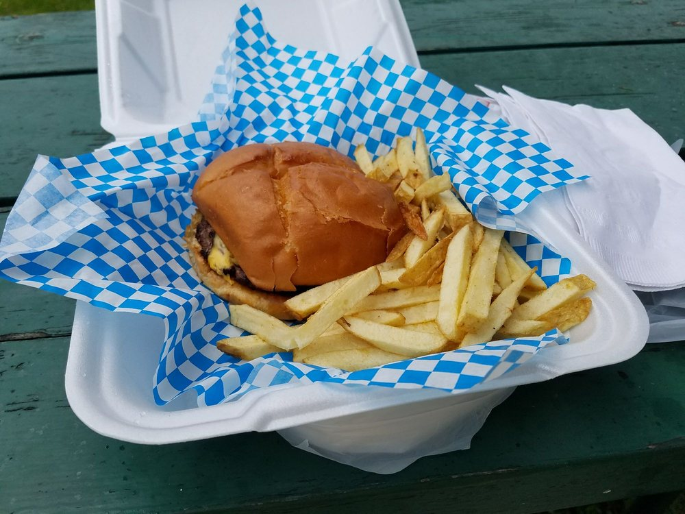 Burgers Bar & Grill: 7 Nimikon, Montreal, WI