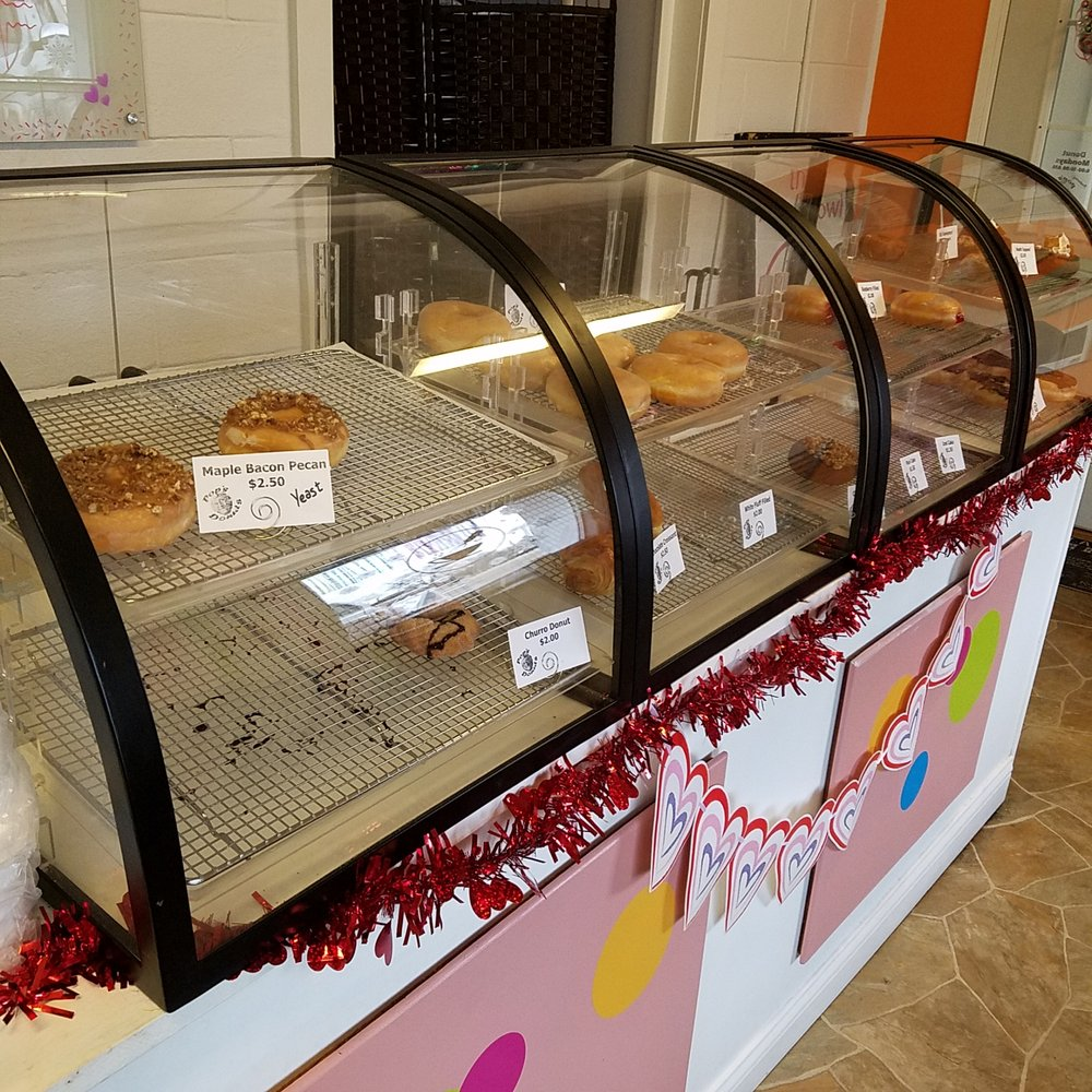 Pop's Donuts: 329 Indianapolis Rd, Mooresville, IN