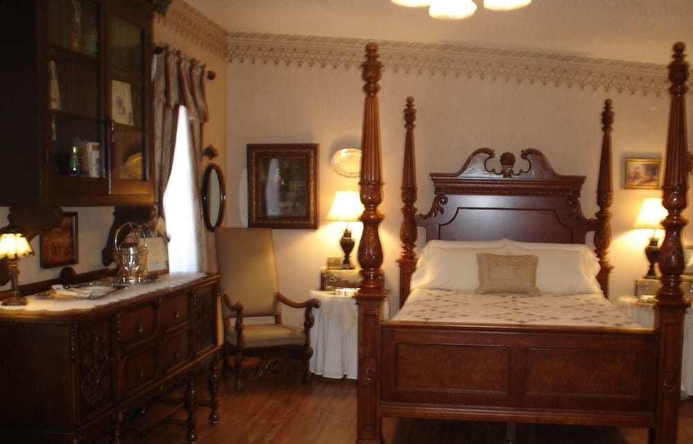 Abigail's Grape Leaf Bed & Breakfast: 206 Schiller St, Hermann, MO