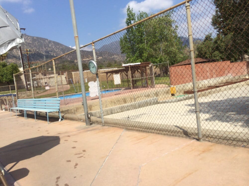 Little fishes pool for starters yelp for Sierra madre swimming pool sierra madre ca