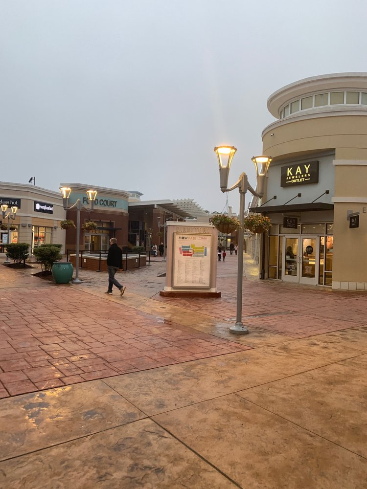The Outlet Shoppes at Atlanta: 915 Ridgewalk Pkwy, Woodstock, GA