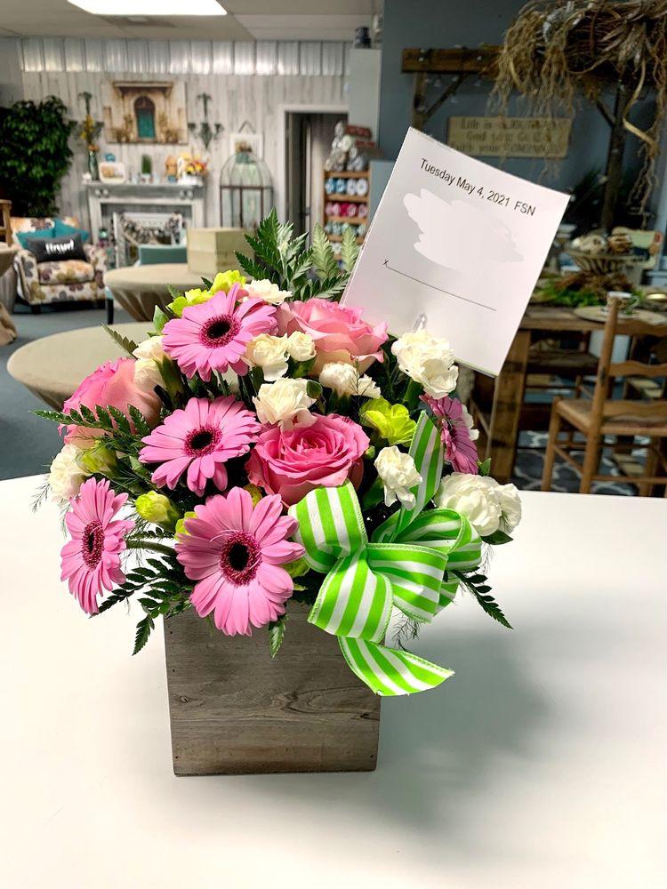 Petals & Silks: 46 Great Teays Blvd, Scott Depot, WV