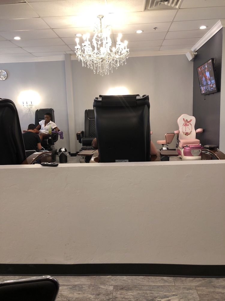 Divine Nails: 631 SW 19th St, Moore, OK