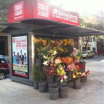 Puesto de Flores Alfonso Reyes - Vendedores ambulantes