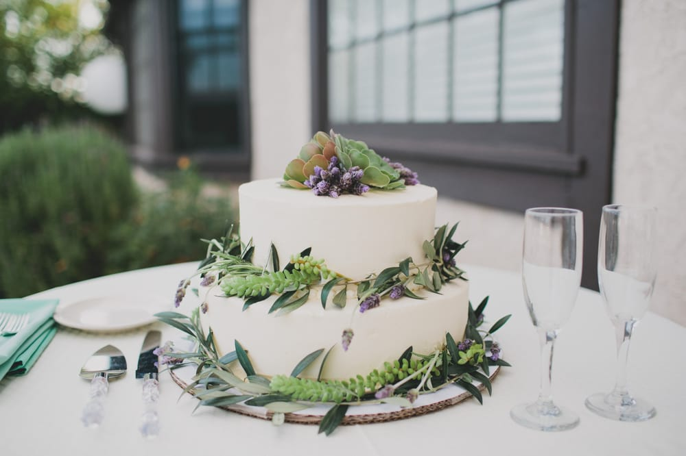 Whole Foods Wedding Cake.A Beautiful And Delicious Two Tier Wedding Cake Fresine In The