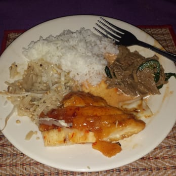 Photo Of Singha Thai Restaurant Milwaukee Wi United States Yummy Plate Full