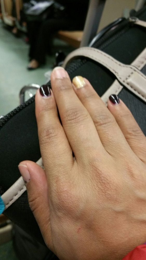 Gel manicure that chipped off completely the next day!!!! Very bad ...