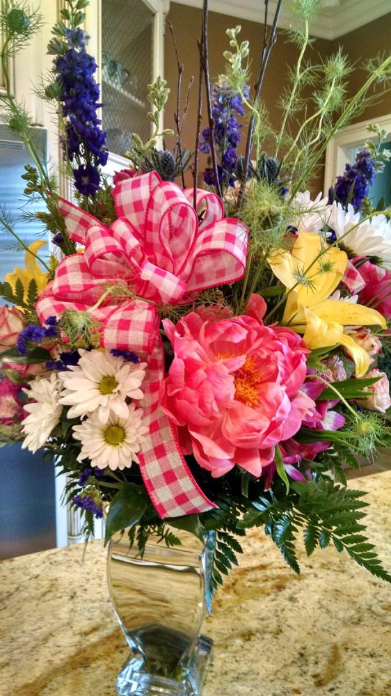 Holly's Flowers: 109 E Graham St, Shelby, NC