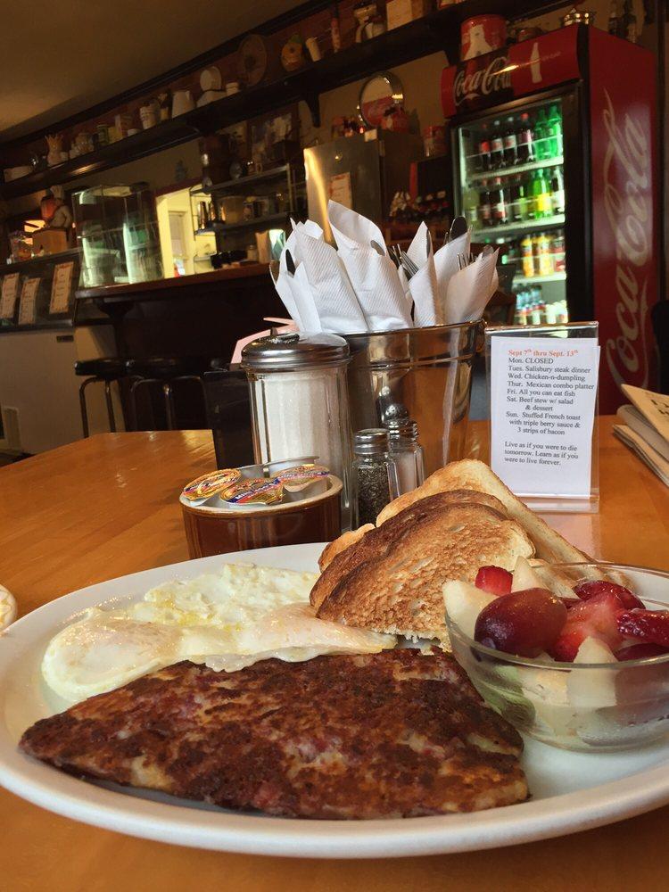 Peggy Sue's Café: 8135 Co Hwy 61, Willow River, MN