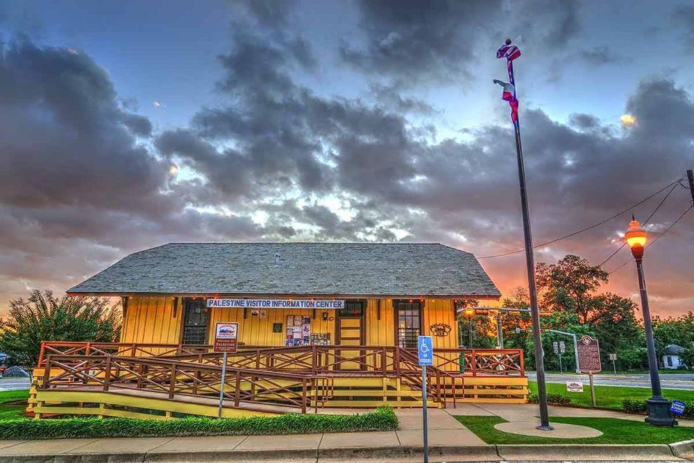 Palestine Visitor Center: 825 W Spring St, Palestine, TX