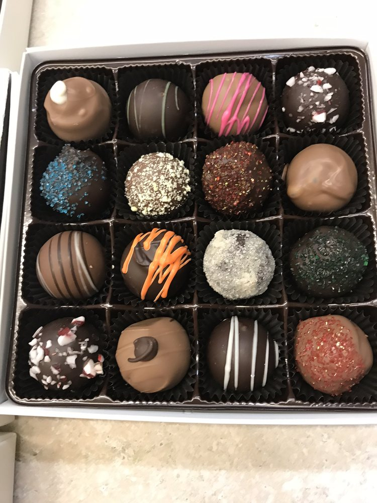 Deliciously Different Candies: 136 N Canal St, Canal Fulton, OH