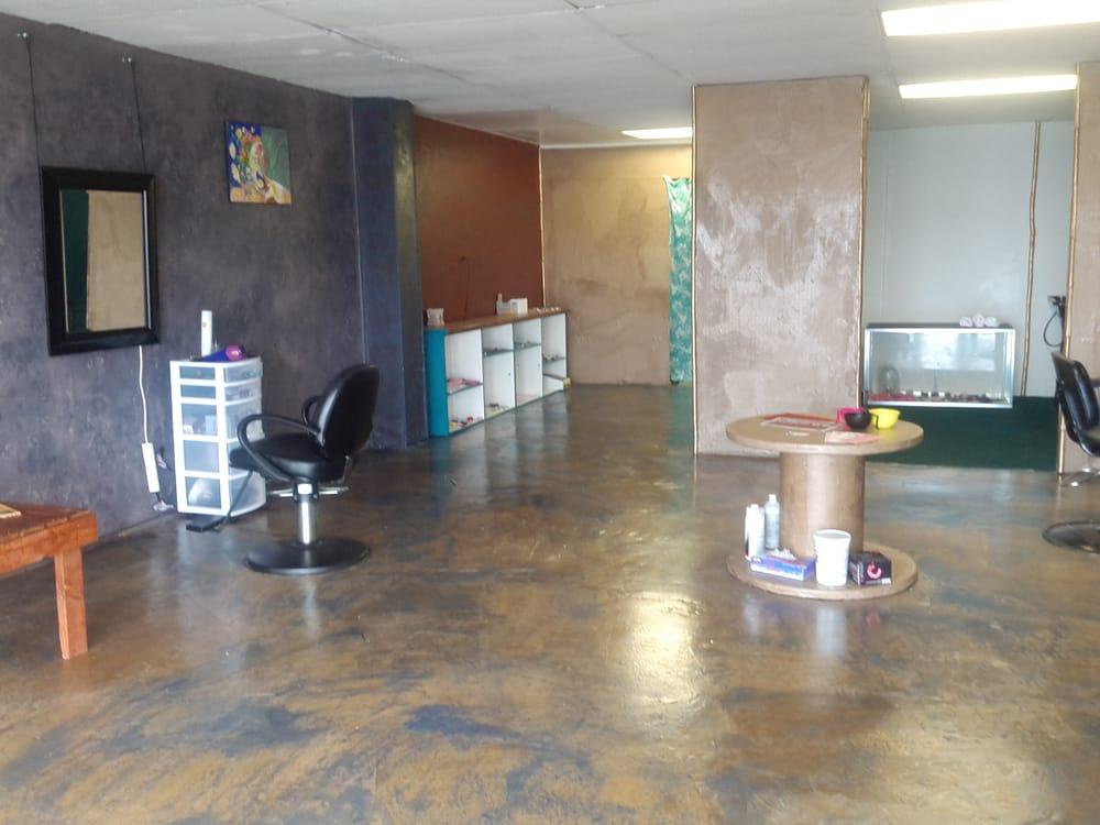The Hair Bender Salon: 81-6372 Mamalahoa Hwy, Kealakekua, HI