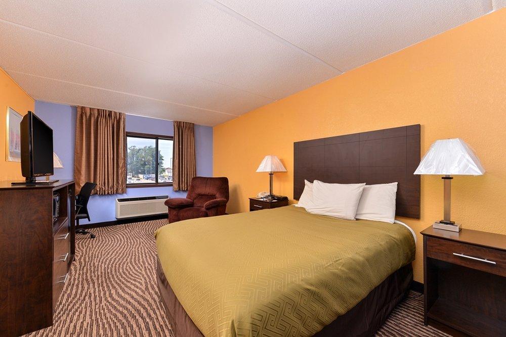 Americas Best Value Inn Clear Lake: 1306 North 25th Street, Clear Lake, IA