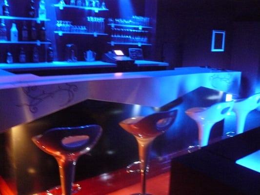 bar de nuit lounge bar bar le grillon 108 avenue de la republique st nazaire loire. Black Bedroom Furniture Sets. Home Design Ideas