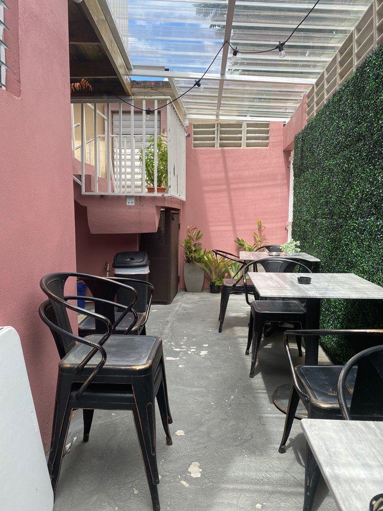 Yadiras Coffee shop: Cl. Ramón Flores 109, Aibonito, PR