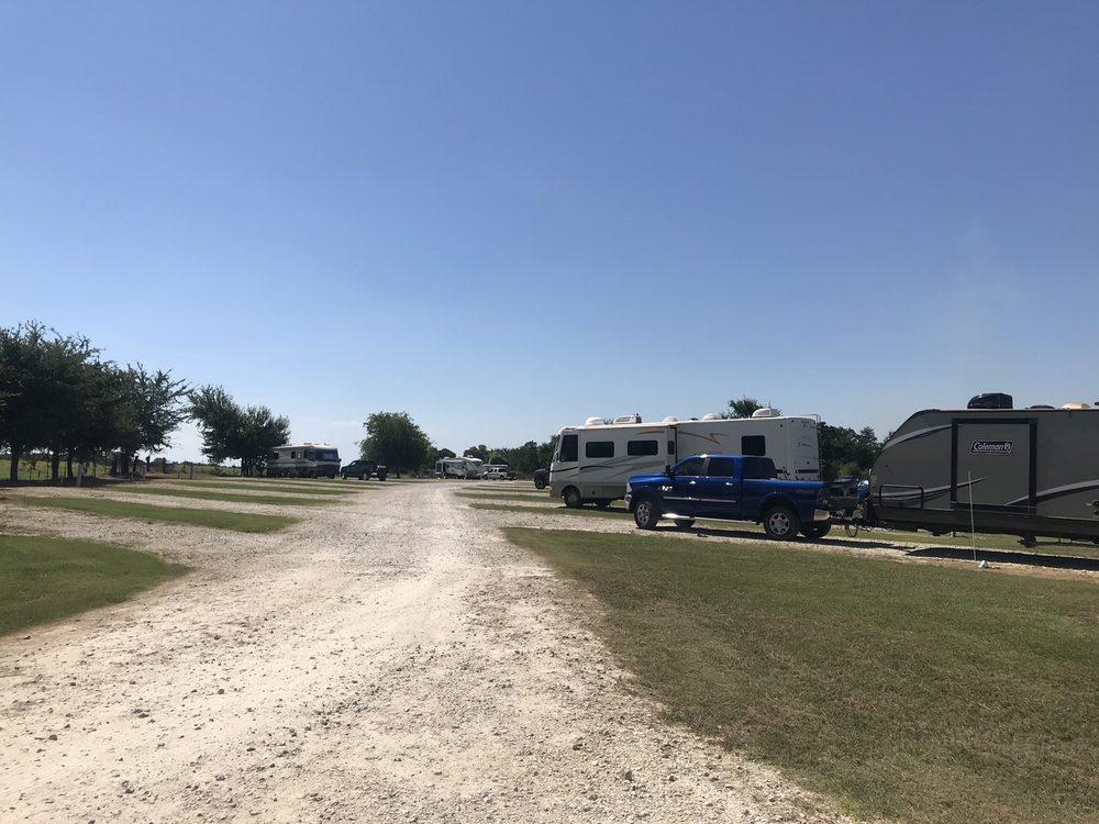 7M I45 RV PARK: 475 Interstate 45 N, Fairfield, TX