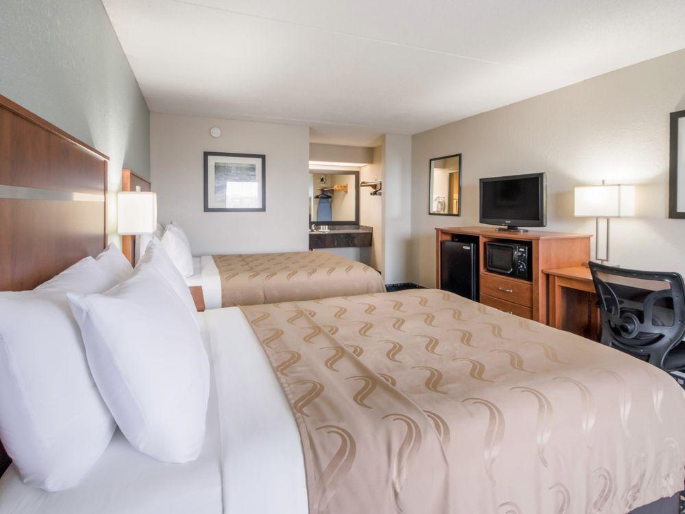 Quality Inn: 620 Green Valley Dr, Dandridge, TN