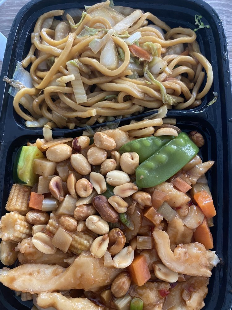 Hot Wok: 3420 Valley Plaza Pkwy, Fort Wright, KY