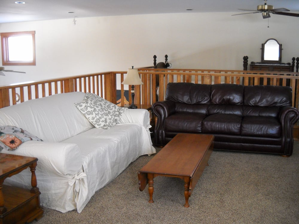 Woodhaven Farm Bed and Breakfast: 9228 Fall Creek Rd, Leesburg, OH