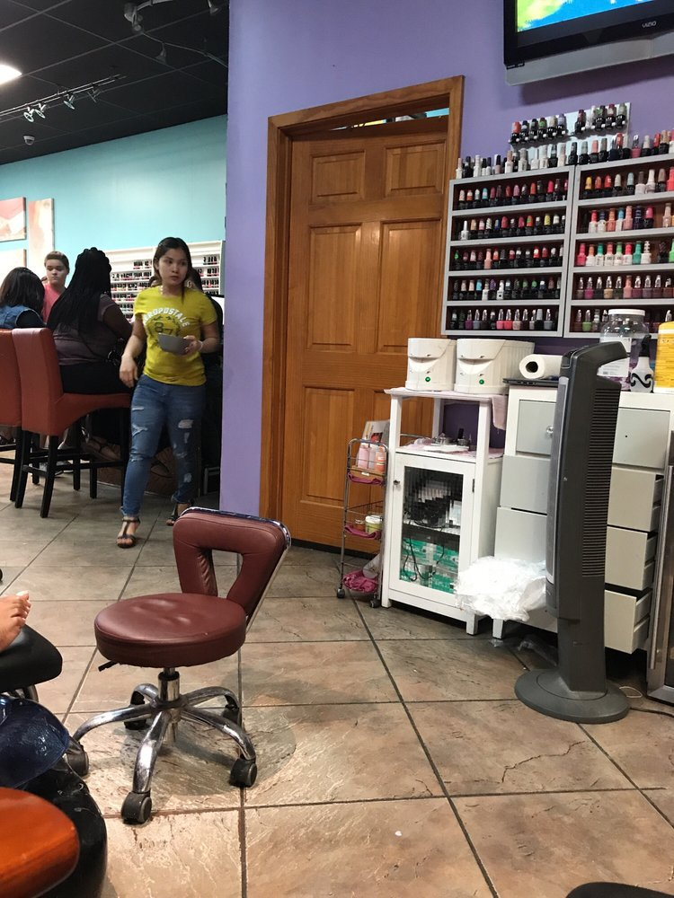 Tips & Toes Day Spa: 121 Hwy 80 E, Clinton, MS
