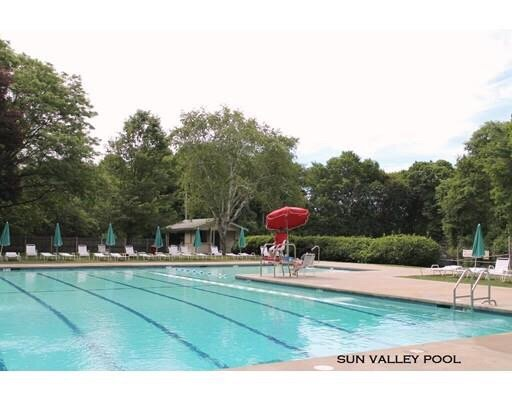 Sun valley swim tennis club piscines 14 fairlawn ln for Club piscine boucherville telephone