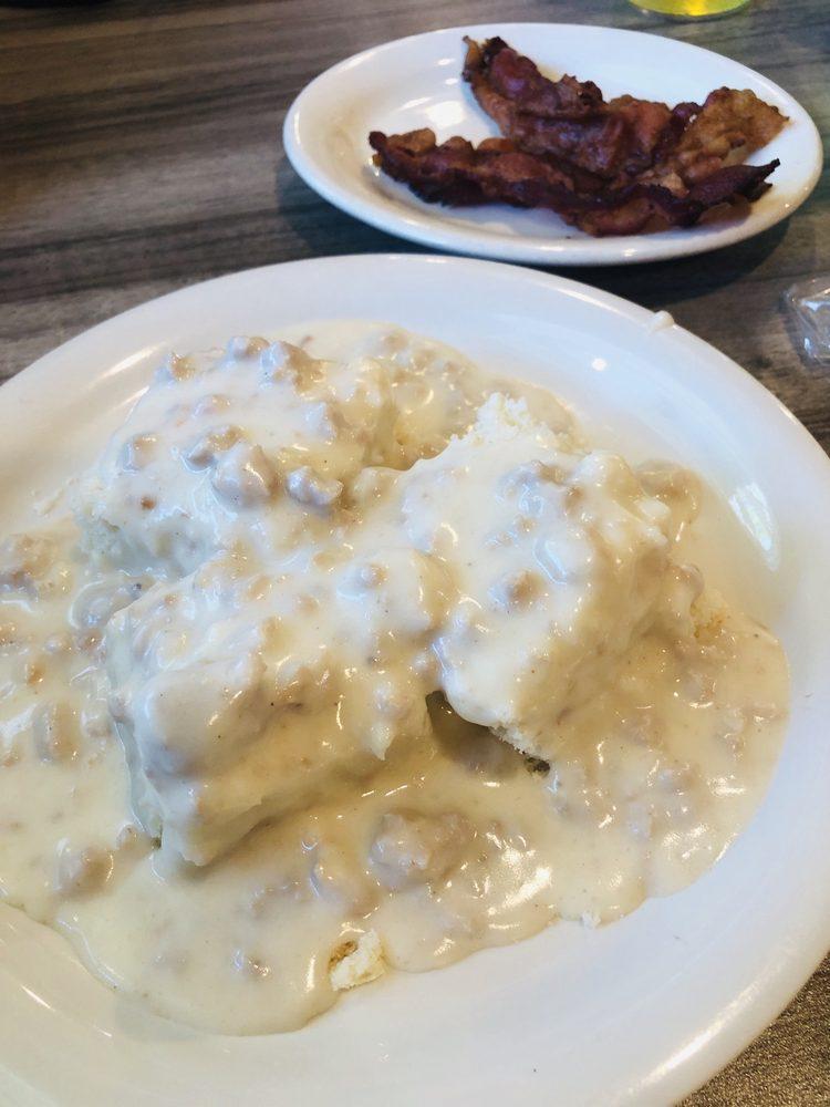 Bernadotte Cafe: 6500 E Tarters Ferry Rd, Ipava, IL