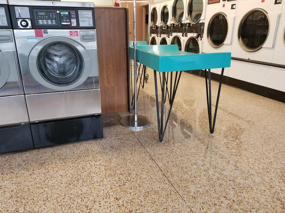 Big Wash Tub Coin Laundry: 1511 Hatcher Ln, Columbia, TN