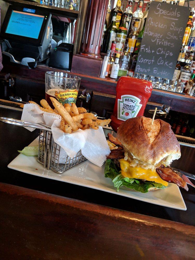 Murphy's Bar & Grill: 234 Old Country Rd, Mineola, NY