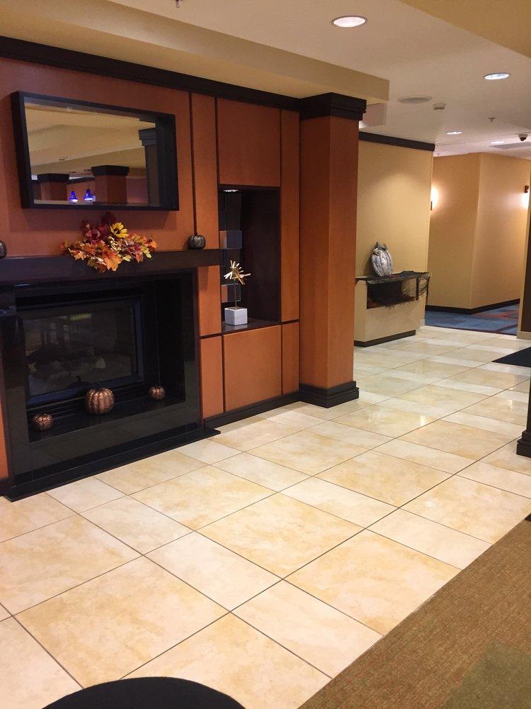 Fairfield Inn & Suites by Marriott Seymour: 327 N Sandy Creek Dr, Seymour, IN