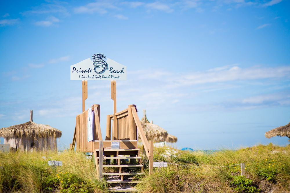 Sea-renity Beach Spa and Bou-Tiki: 112 Bridge St, Bradenton Beach, FL